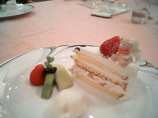 12等分されているクマの乗ったバースデーケーキ